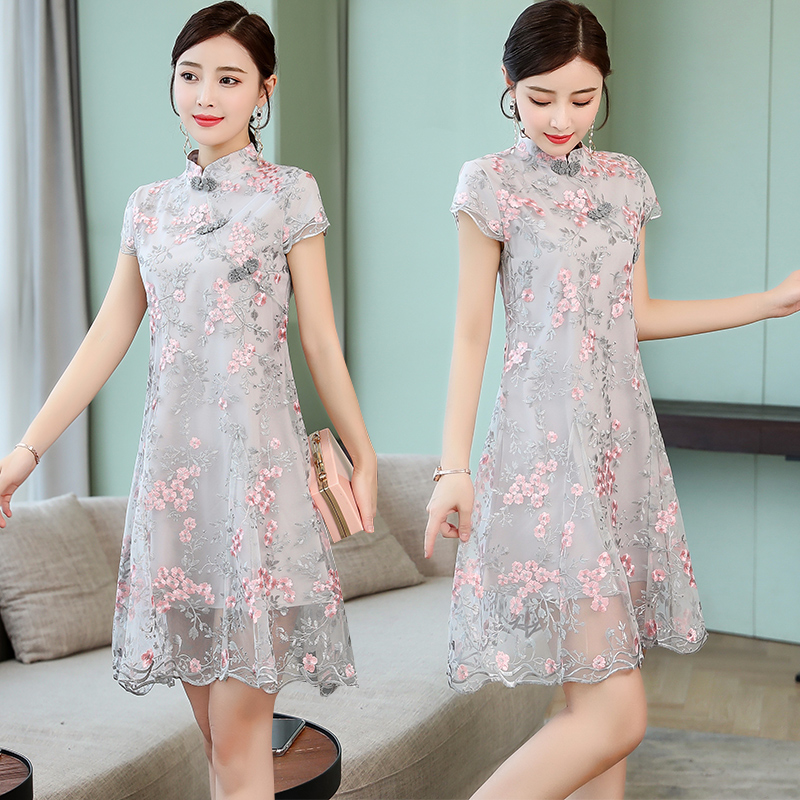 Short lace dress new style retro pan button Flower Embroidered cheongsam skirt sweet temperament dress.