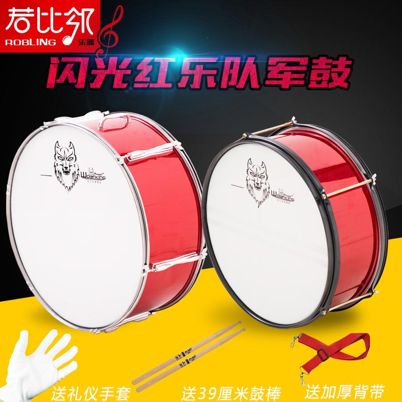 Гарнетт музыкальные инструменты барабан количество команда небольшой армия барабан небольшой студент с большой барабан ярко-красный медь гонг тарелки кампус площадь движение может