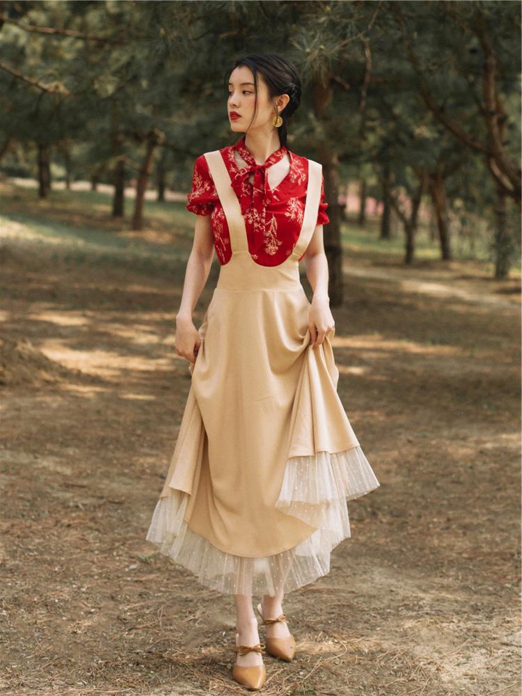 斌斌家红色印花衬衫配背带裙维多利亚法式复古洋气法国小众两件套