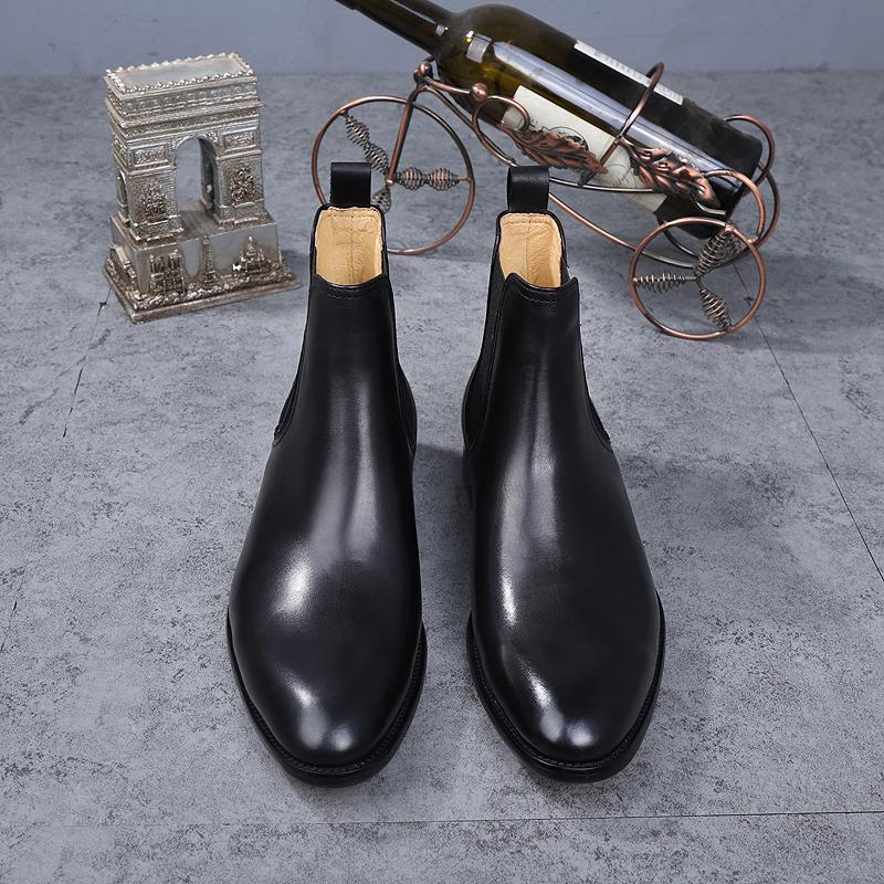 チェルシーブーツの男性マーティンブーツの男性黒い牛革の高帮の中にショートブーツのファッションカジュアルなイギリス語バージョンの本革の靴を手伝います。