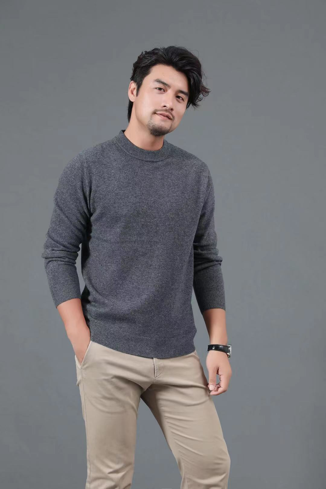 New pure color mens round neck sweater in autumn and winter