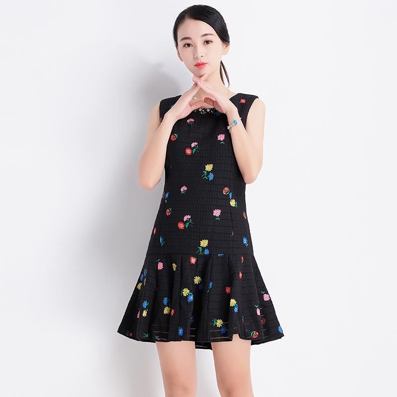 台湾品牌女装2018夏季新款魔婕气质显瘦刺绣连衣裙 无袖黑色F1234