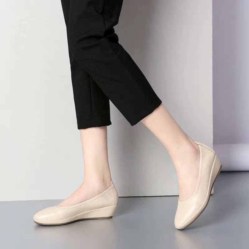 2020 new round head granny shoes inner slope heel wild skin deer skin comfortable foot care soft and breathable ol work shoes