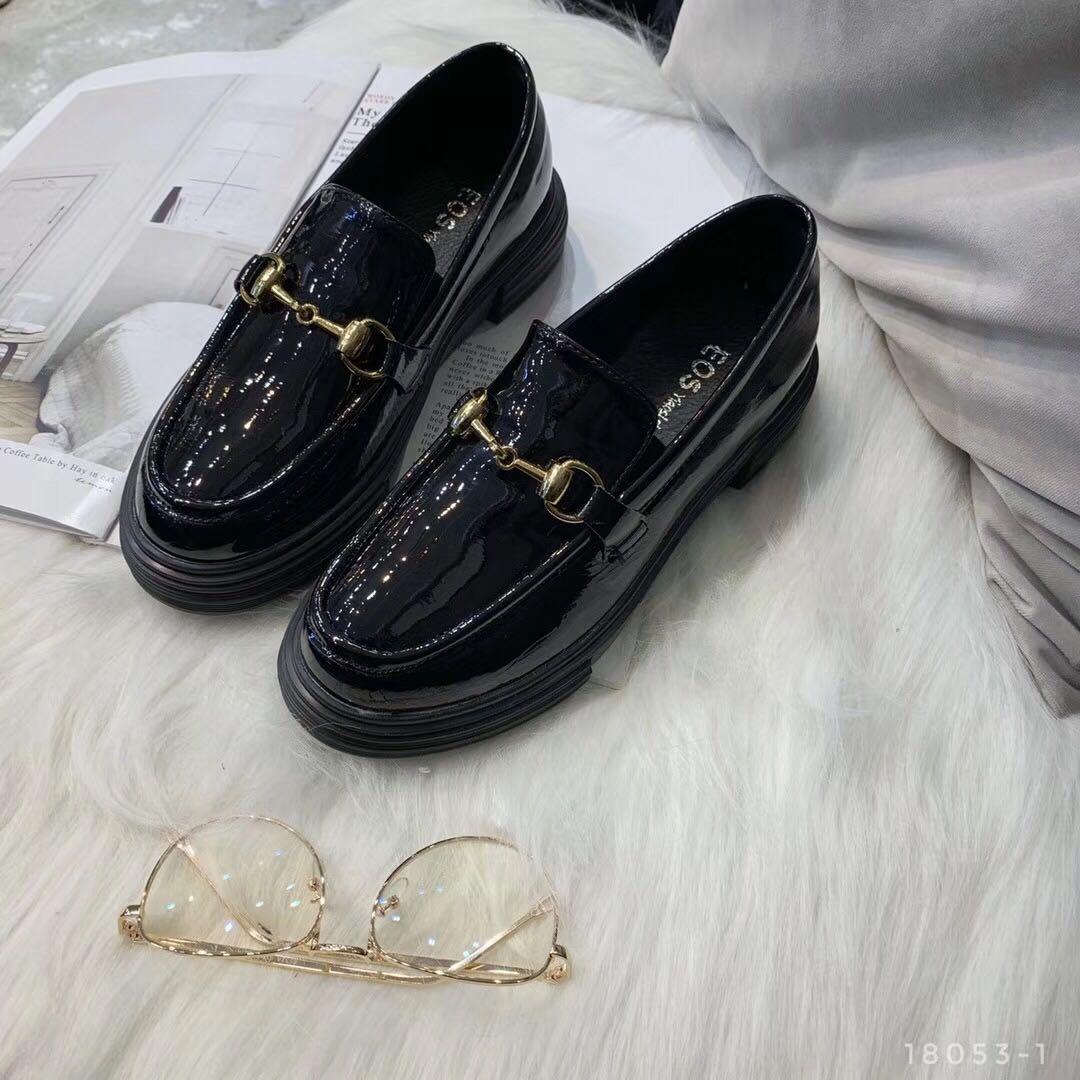EOS新款圆头女鞋单鞋2019秋季新漆皮平底英伦风韩版百搭小皮鞋