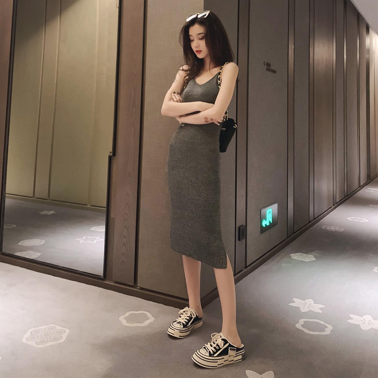 女2019新款秋装气质v领修身连衣裙券后69.90元