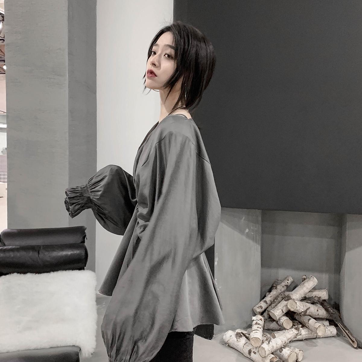 12月01日最新优惠网红衬衫女设计感小众2019秋季新款V领收腰真丝上衣长袖韩版衬衣