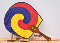 韩国进口丝绸太极扇子娟扇韩国民俗朝鲜工艺品摆件大号韩式扇子