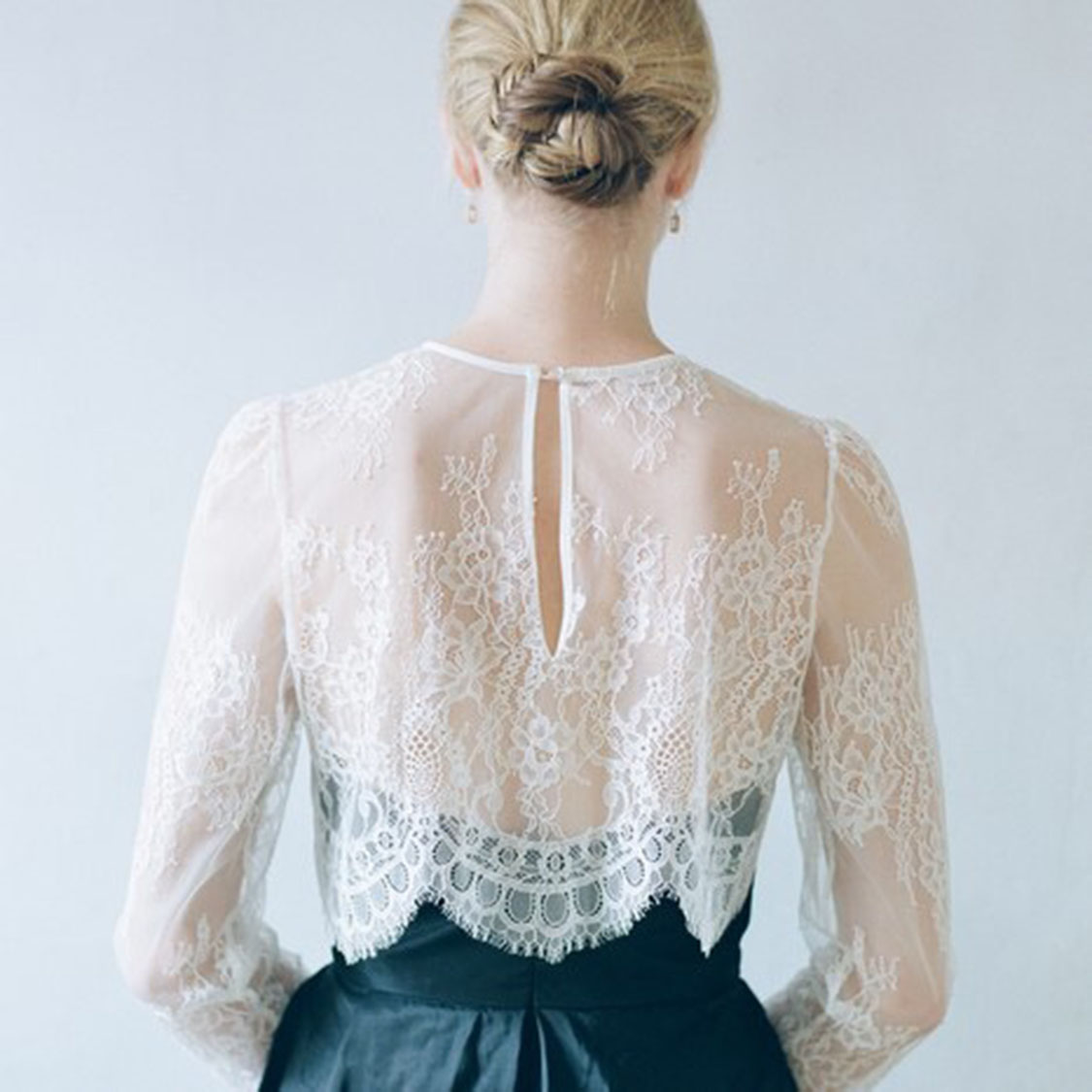 Lace long sleeve shirt, European and American wedding dress, blouse, short jacket and hollow spring and autumn and winter blouse