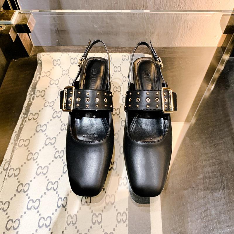 小CK女鞋女粗跟包头鞋仙女风铆钉中跟玛丽珍鞋2020秋季英伦小皮鞋
