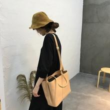 2017韩版超有feel简约pu皮百搭休闲大容量单肩斜跨方形水桶包大包