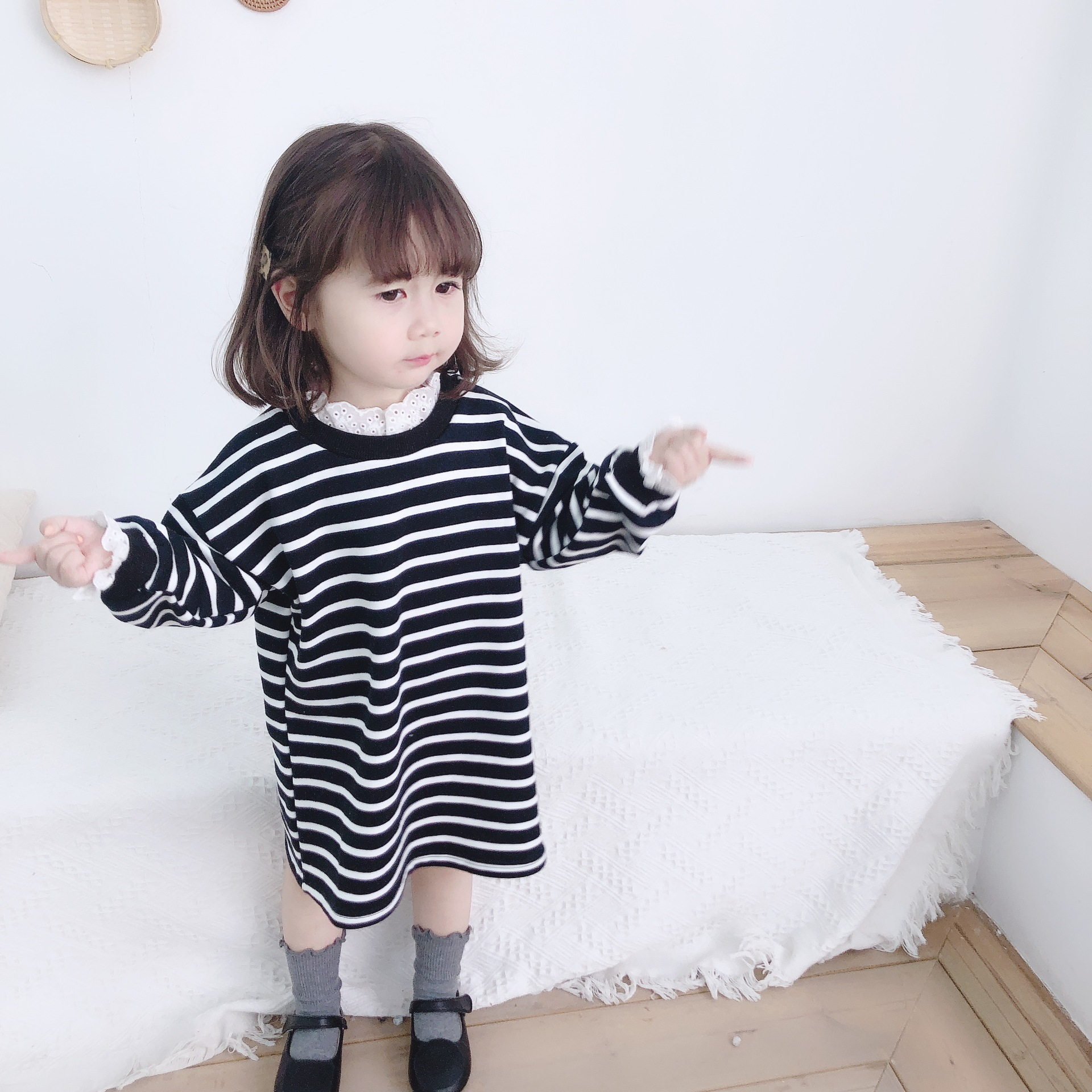 Mother daughter dress 2020 parent child dress spring Korean childrens striped lace collar dress loose medium length dress