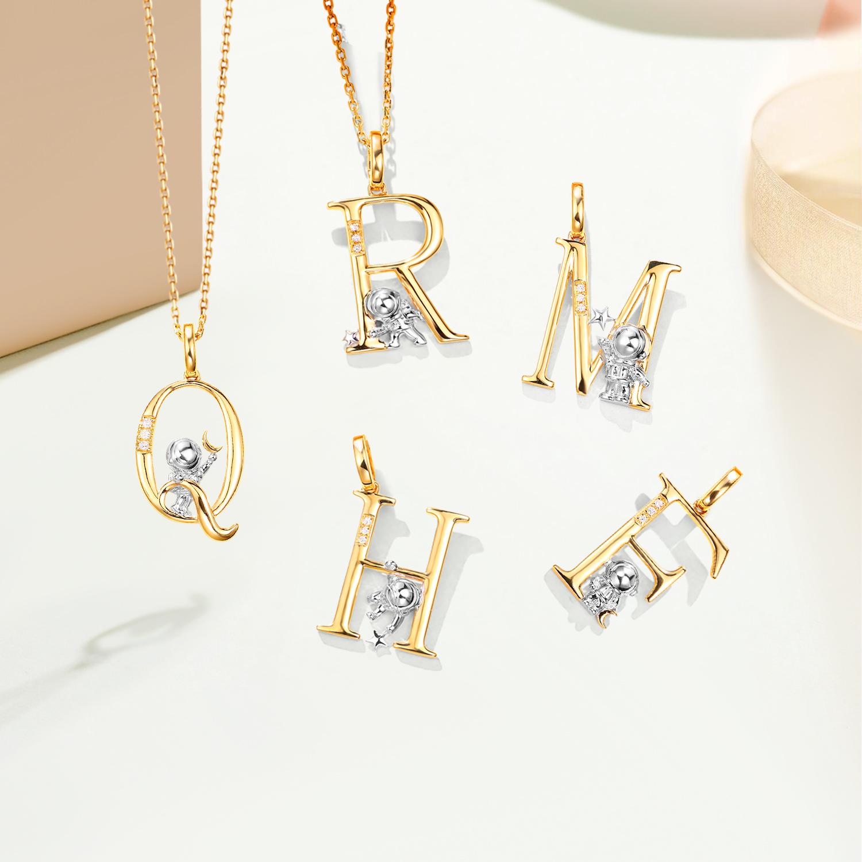 宝石矿工 18K黄金宇航员字母钻石吊坠女真钻彩金颈饰设计款 项链