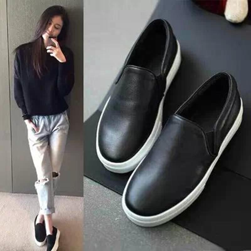 楽福の靴の女性春の本革の小さい黒の靴の1足は怠惰な人の靴のカジュアル牛革のカバーの足の板の靴の浅い口の平底の靴を踏んで