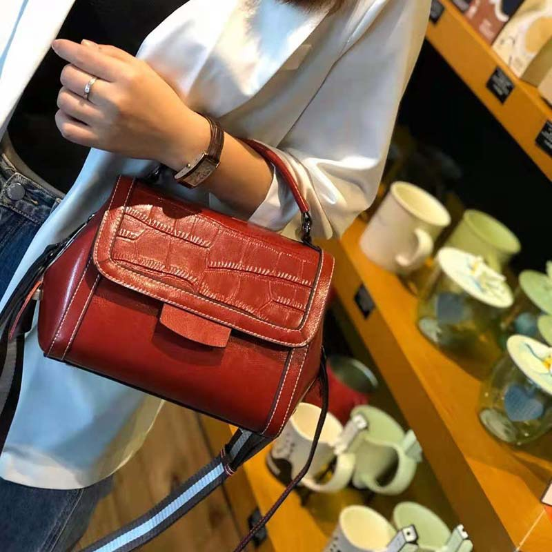 Cow leather autumn and winter 2020 new versatile foreign style wide shoulder strap cross carrying retro small square bag single shoulder portable real leather bag for women