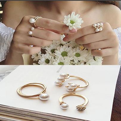 Elegant celebrity style three piece diamond ring set