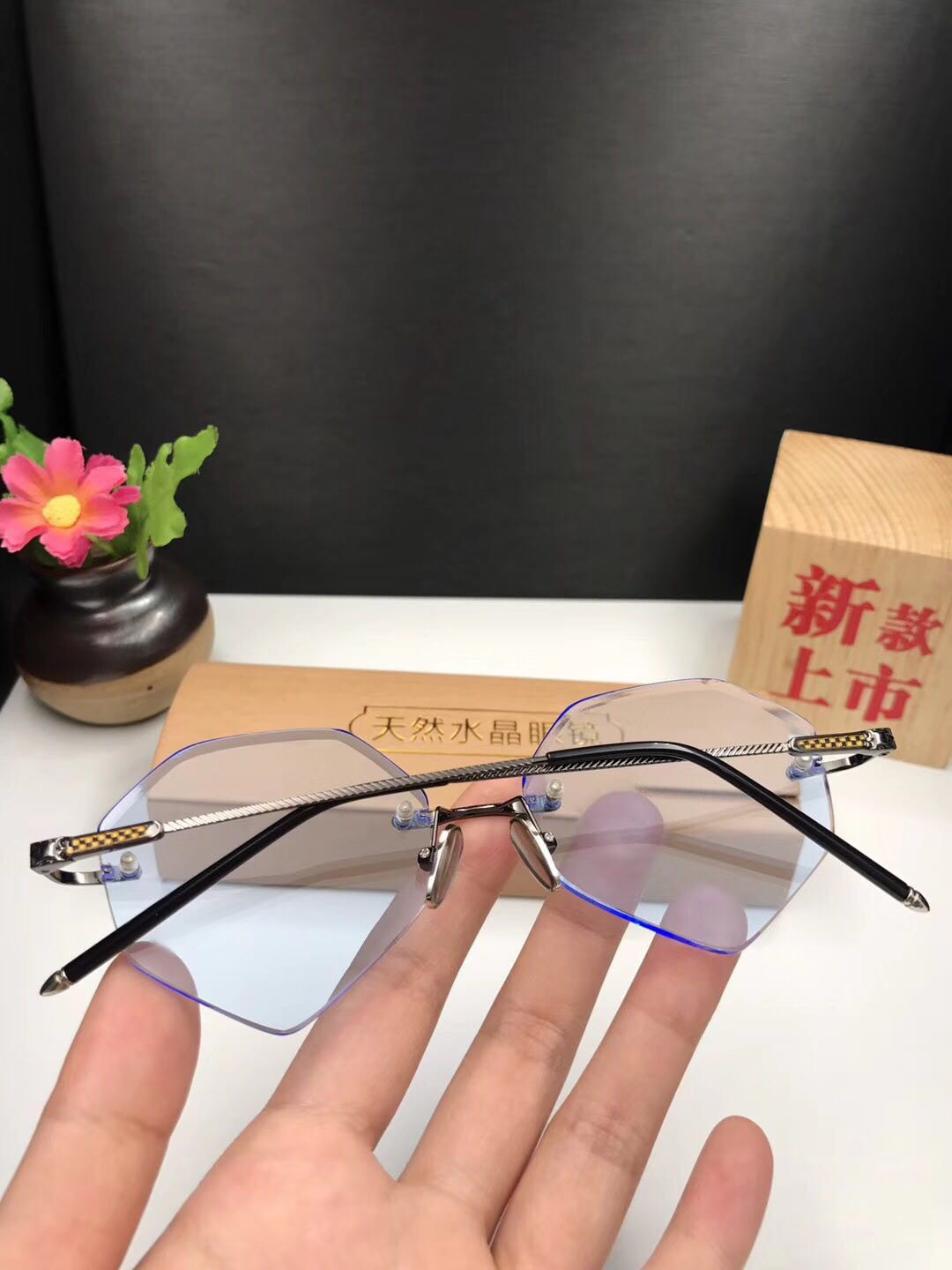The glasses can be made of multi angle lens with non fixed angle