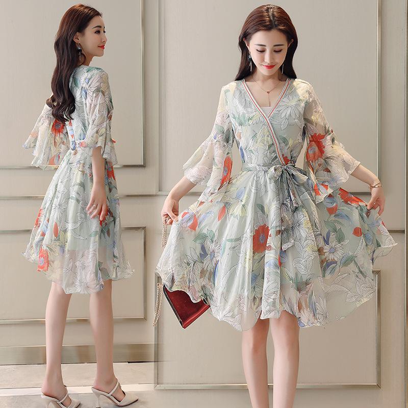 连衣裙流行女装2018夏季新款时尚韩版显瘦V领喇叭袖裙子RE4121
