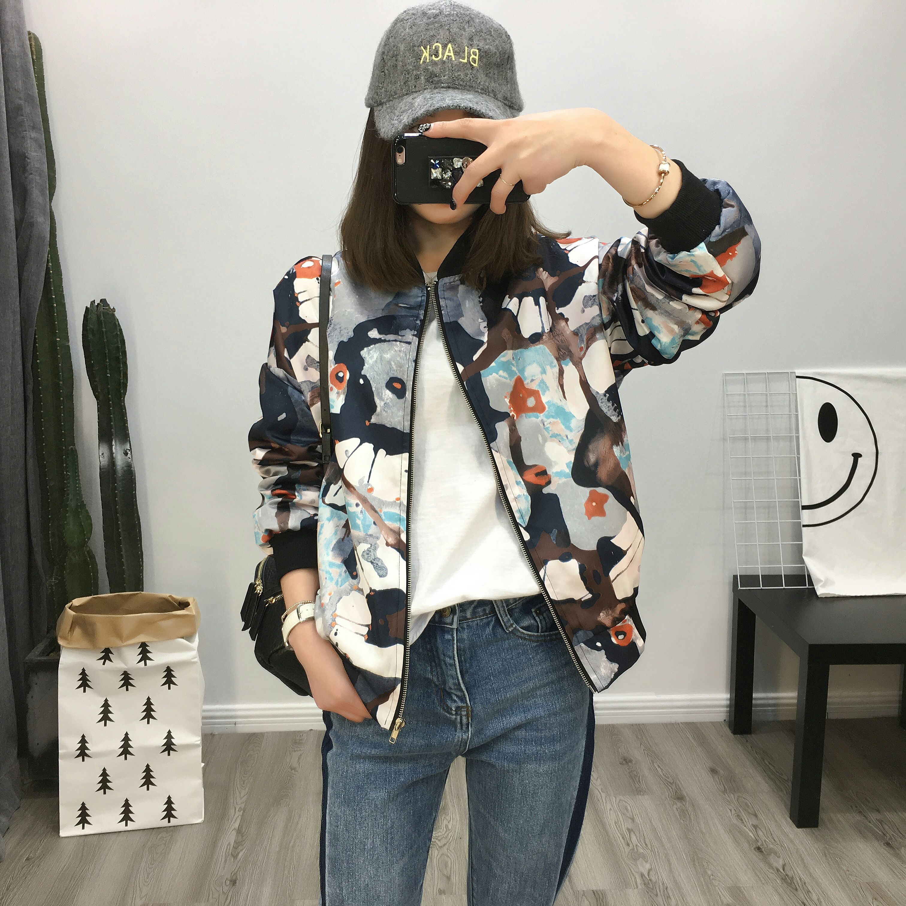 Post new autumn clothes loose street fashion cool stand collar printed jacket jacket short Baseball Jacket Women