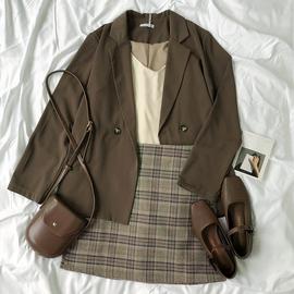 RENA气质复古秋季薄款小西装+内搭针织吊带背心+高腰格子百搭短裙