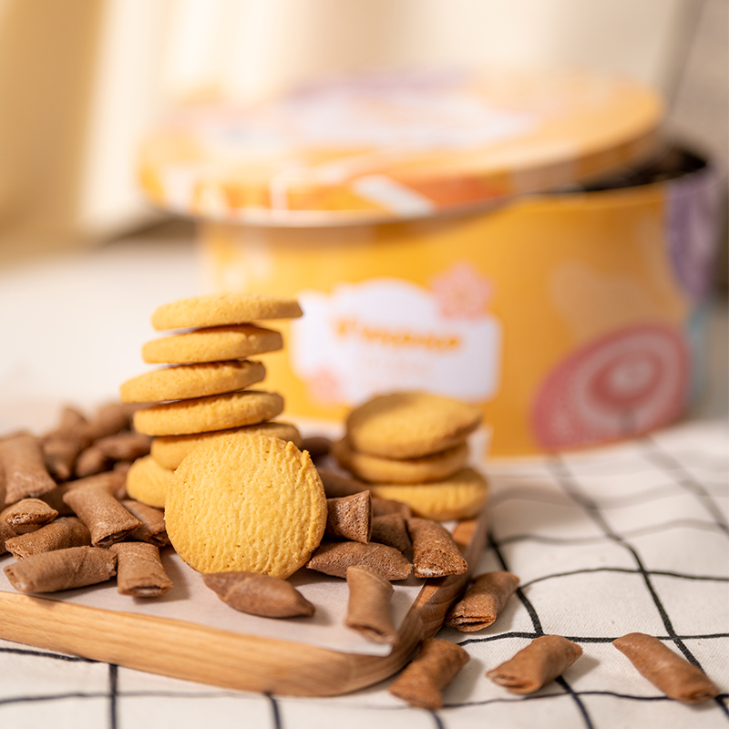 Kung Shang New Years gifts milk cookies biscuit gift box imported snacks chocolate popsicle Weihua roll