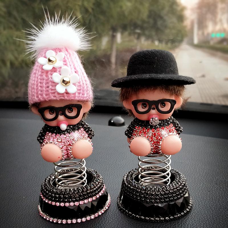 汽车载弹簧香水座摆件可爱公仔中控台车上车内饰品装饰用品香薰座