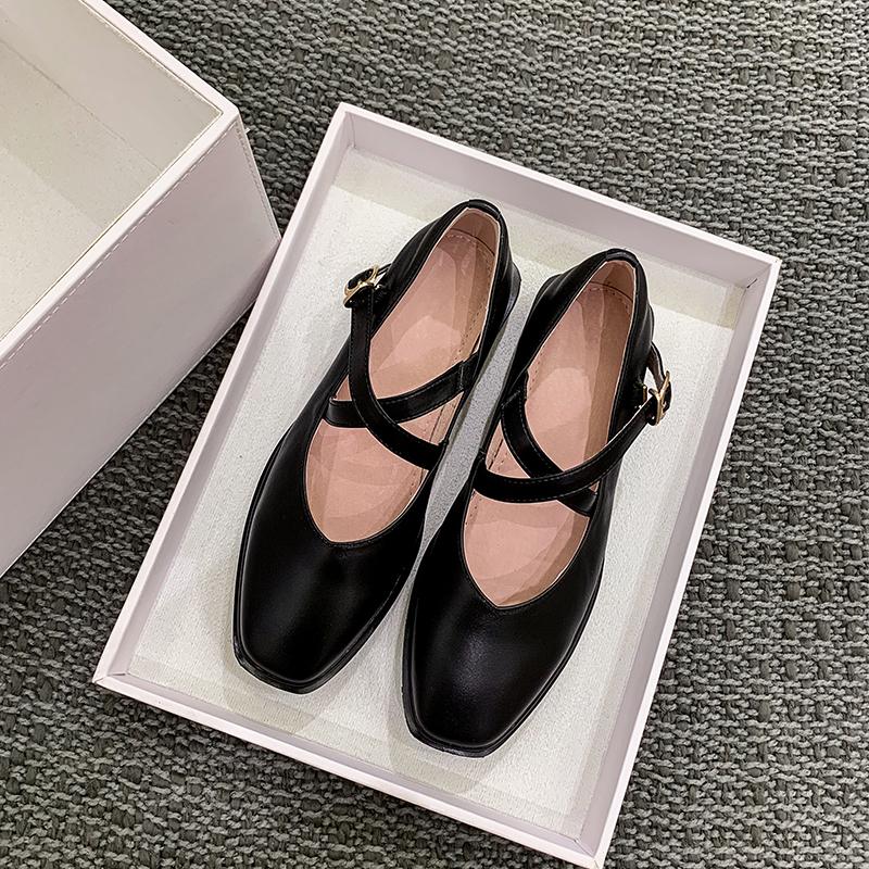 林小梨方头交叉带一字扣复古玛丽珍鞋2019新款平底浅口学院女单鞋