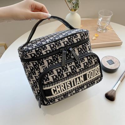 新款高档化妆包女便携时尚大容量旅行手提护肤化妆品洗漱包收纳盒