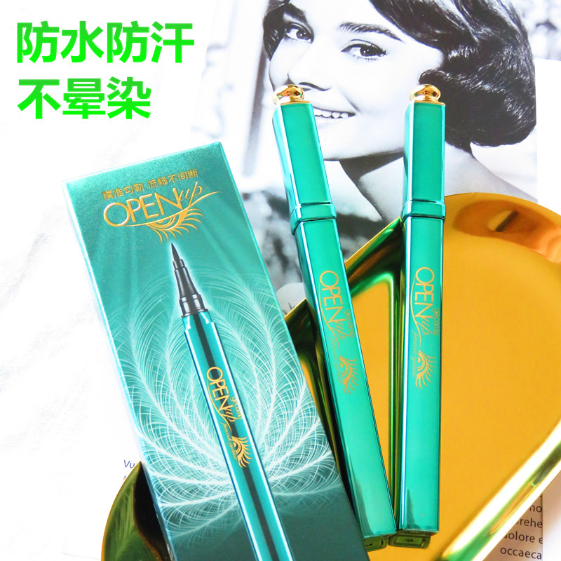 The peacock peacock opens the eye liner, the pen is quick to dry the waterproofing and the sweat to prevent the dizzy dyeing, is not easy to take off the makeup, the beginner is beautiful.