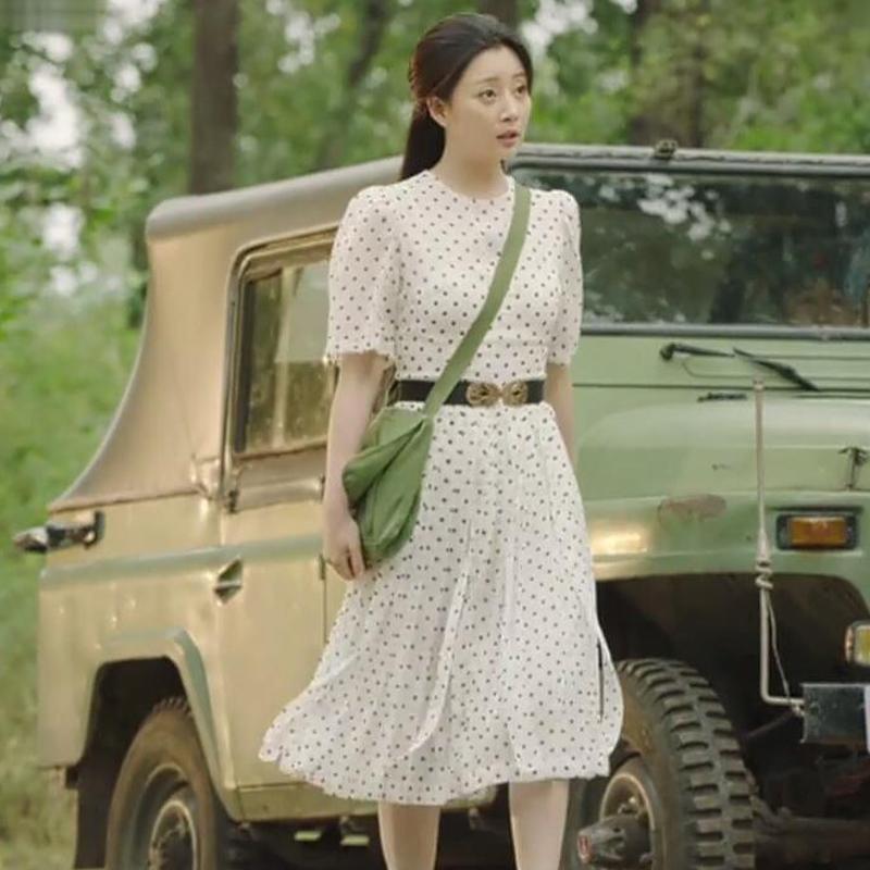 《你迟到的许多年》殷桃莫莉同款白色波点连衣裙