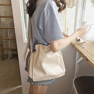 Bucket bag cross slung small 2020 new ins simple solid color Pu womens bag versatile drawstring single shoulder bucket bag for leisure