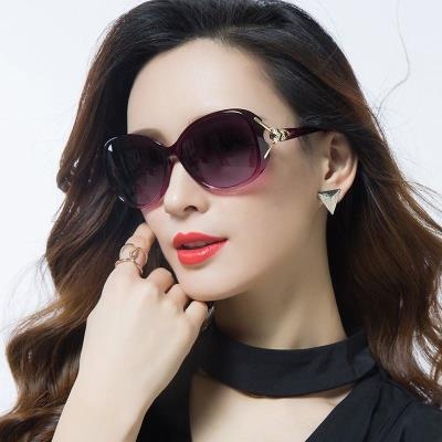 Oval 2019 driving thin face white Frame Sunglasses Black super girl. Color changing anti radiation light color with drill black