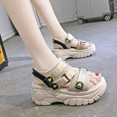 休息凉鞋女厚底潮流沙滩鞋简约低跟同款软底松糕底时尚摇摇鞋个性