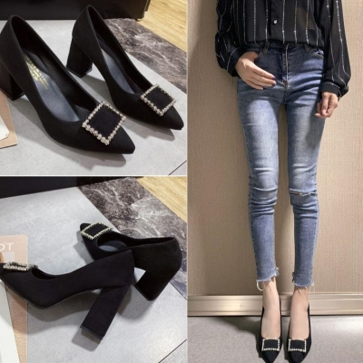。 Spring 2020 spring versatile shallow mouth medium heel work shoes pointed professional black high heels thick heel single shoes women