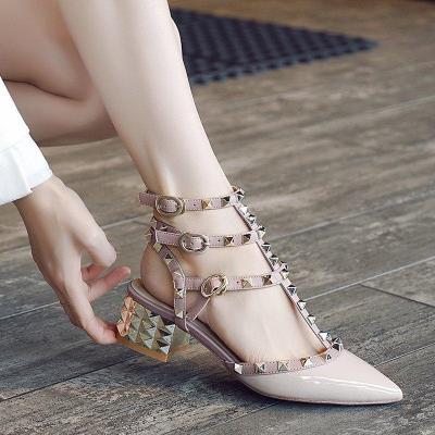 勿忧女尖头中跟铆钉平跟包头凉鞋大小码粗跟柳钉婚鞋孕妇矮跟女鞋