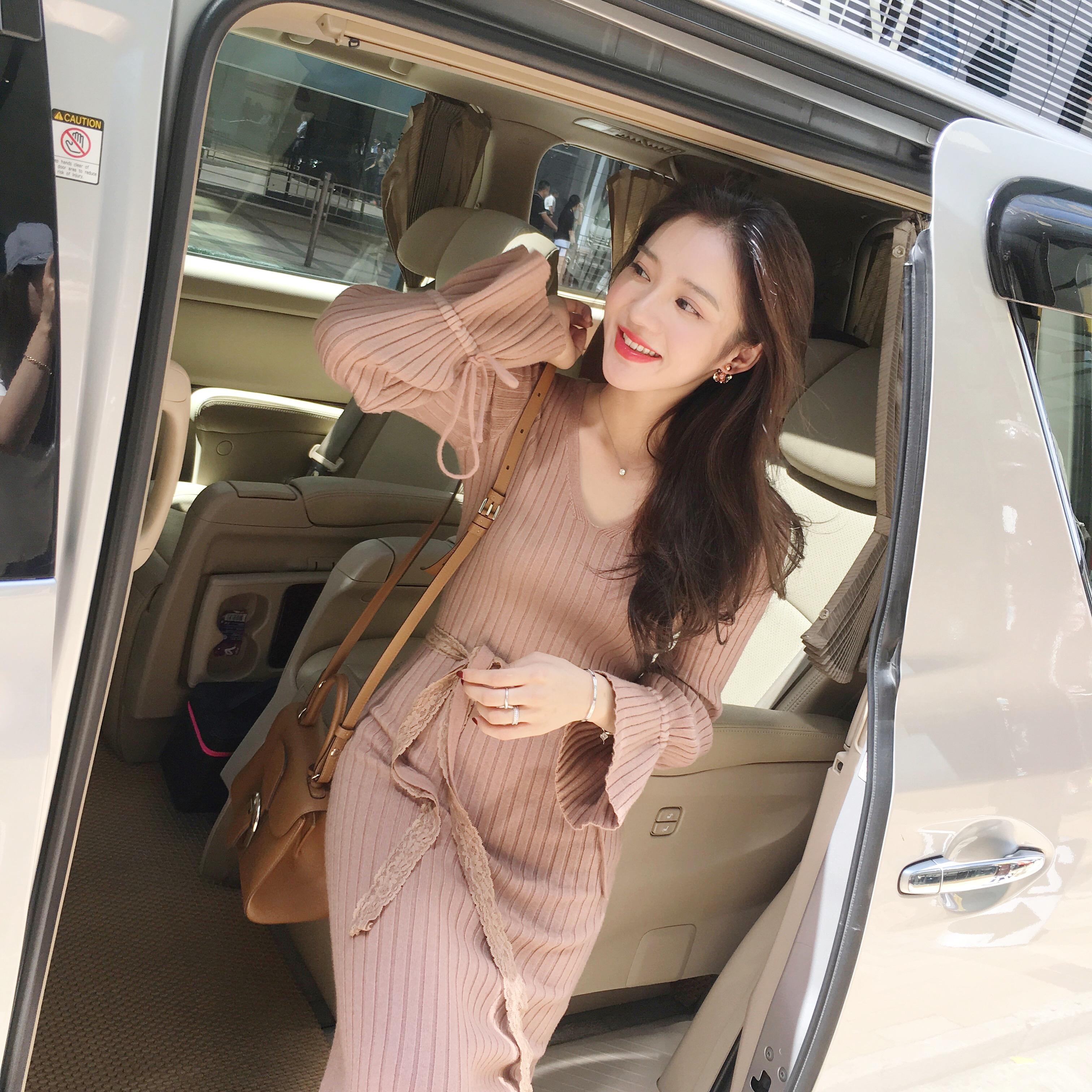 美美的夏夏:秋冬2017新款V领喇叭袖针织连衣裙修身显瘦收腰a字裙