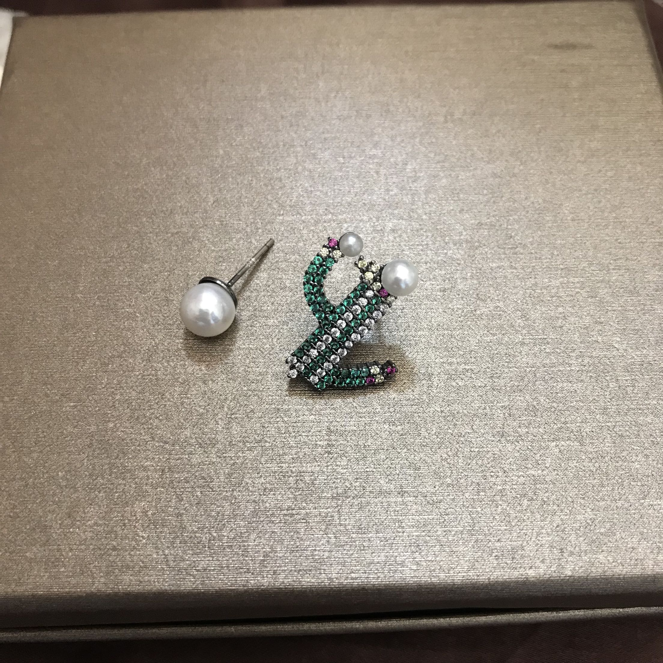Chaozheng exquisite cactus pearl AB asymmetric Earrings East Gate creative Earrings