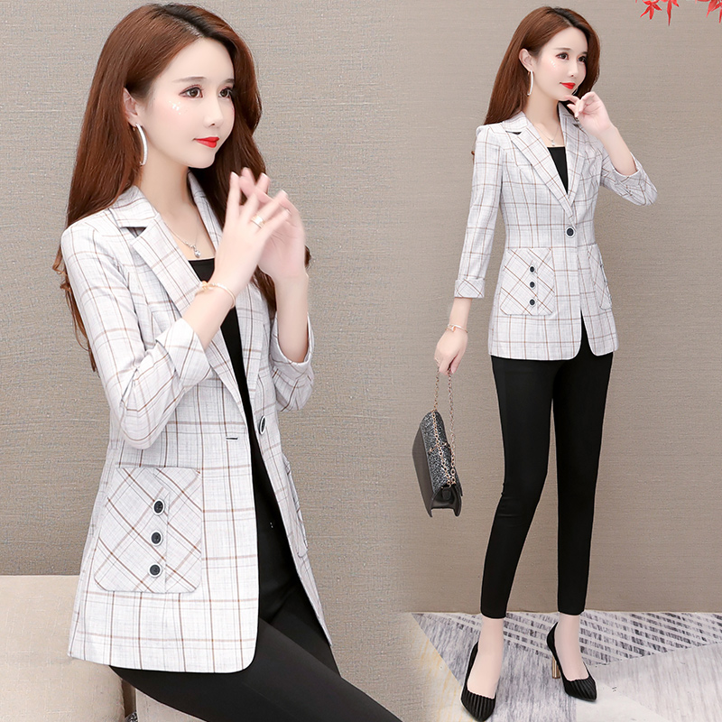 Small suit jacket female spring 2021 new popular Korean version of the small short casual ladies lattice suit