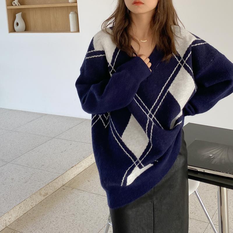 实拍现货!女士秋冬新款时尚V领宽松菱格针织衫套头复古风毛衣
