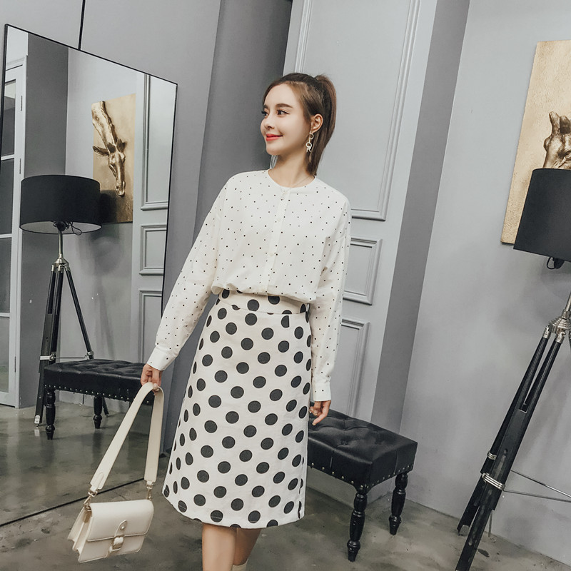 2019 new style I love to wear simple retro Polka Dot Shirt womens early autumn round neck long sleeve shirt sunscreen top