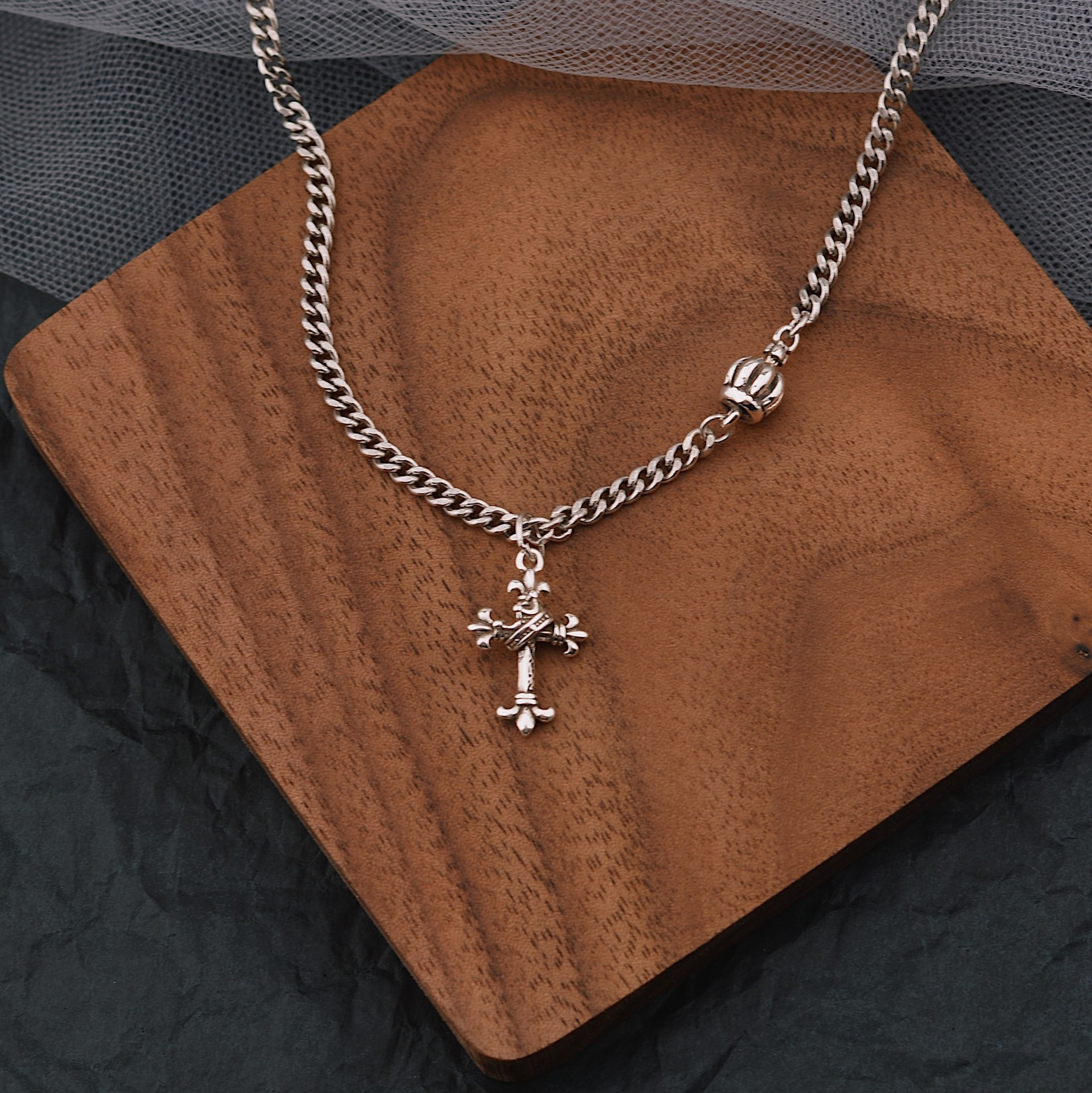 European, American, Japanese and Korean style fashion custom trend Thai Silver Cross Pendant Necklace womens simple light luxury crown clavicle