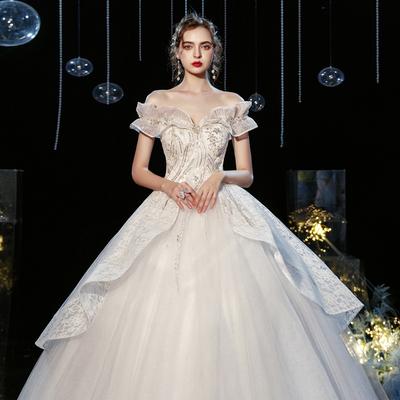 轻主婚纱2021新款新娘一字肩法式超仙气质森系简约出门纱遮粗手臂