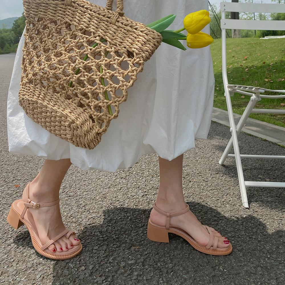 网红晚晚风温柔凉鞋女仙女风2020夏新款时尚百搭粗跟一字带罗马鞋图片