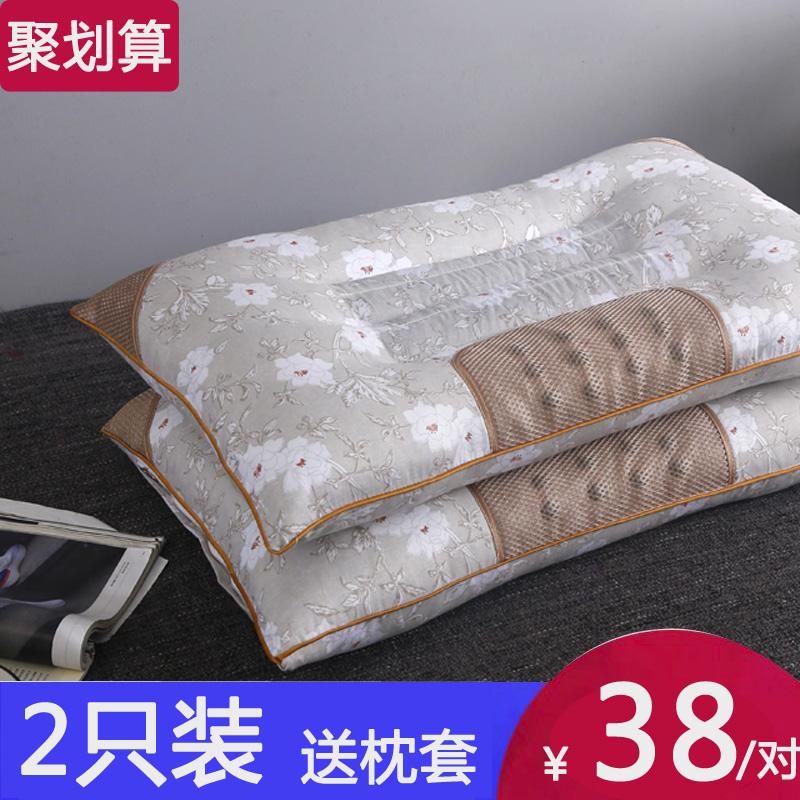 枕は二人でケツメイシで、枕の芯を整えます。枕カバーをつけて、家庭で首をケアします。