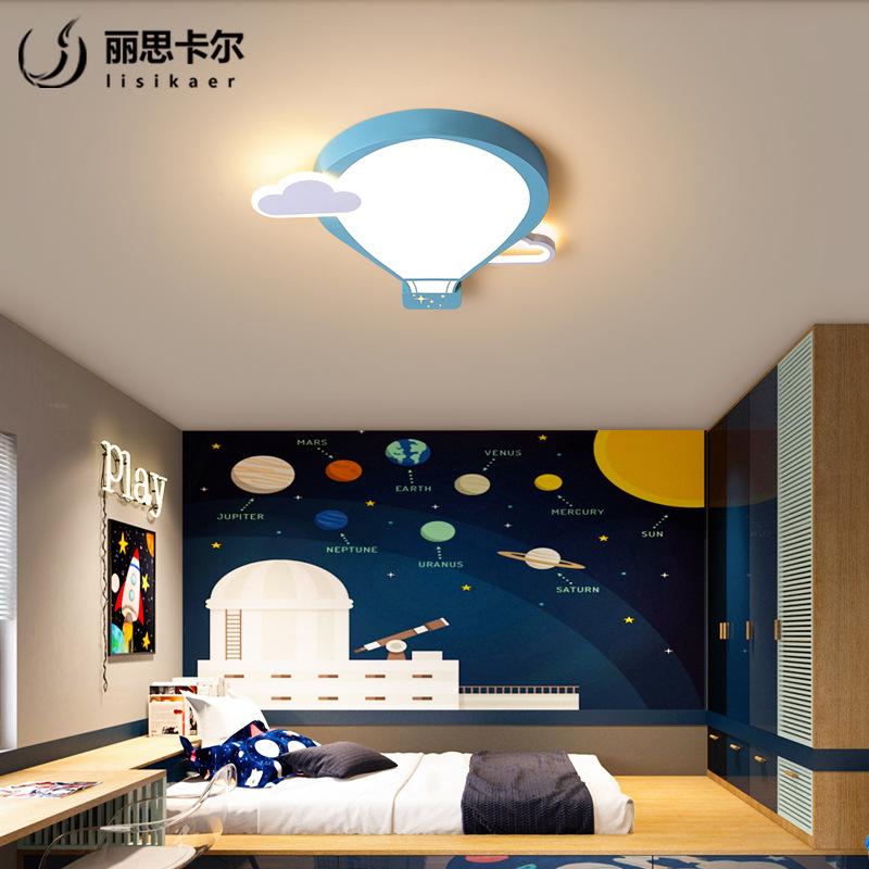 照明用のステルスファンランプの扇風機は家庭用のリビングレストランの寝室に設置されています。