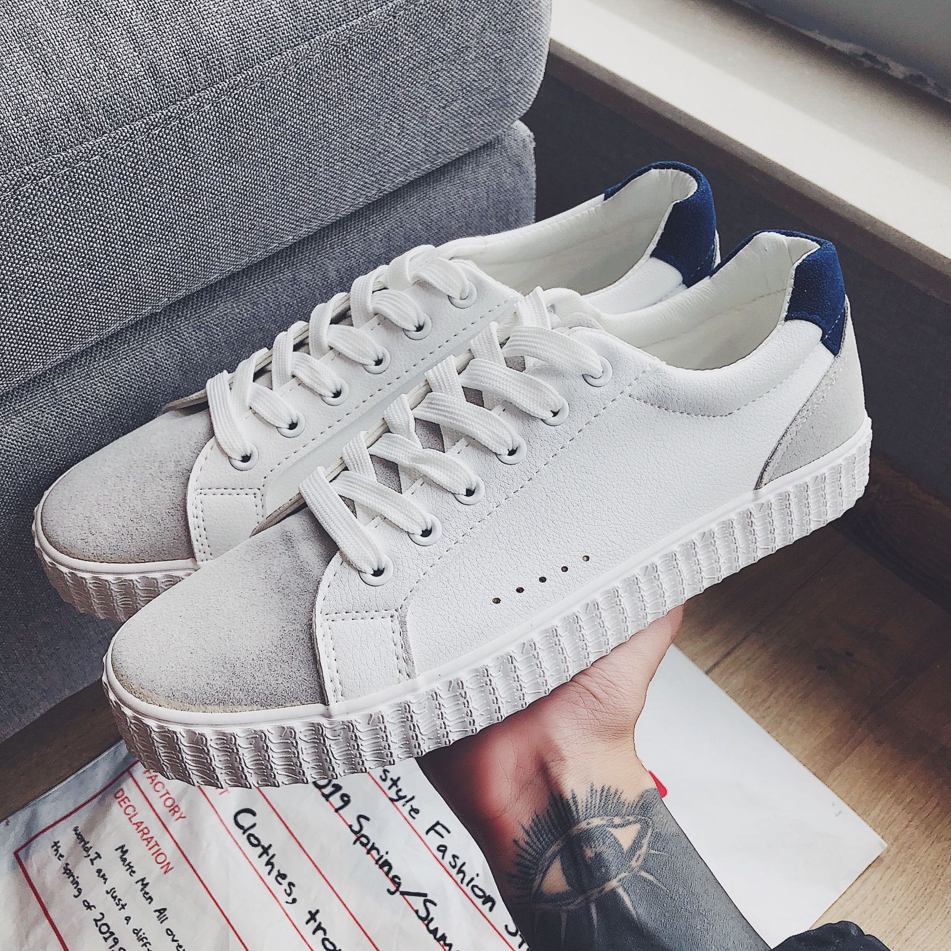 Spring and summer 2020 new simple small white shoes for students to use canvas shoes fashion brand board shoes fashion cool flat shoes
