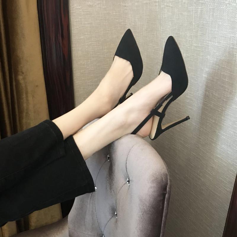 2018年春夏新款黑色绒面包头尖头高跟细跟性感浅口后空女凉鞋10cm