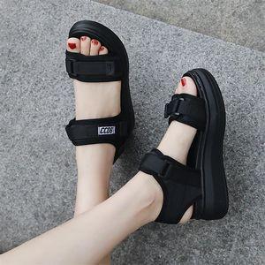 凉鞋女2020夏季新款厚底网红仙女学生运动平底松糕软底孕妇沙滩鞋