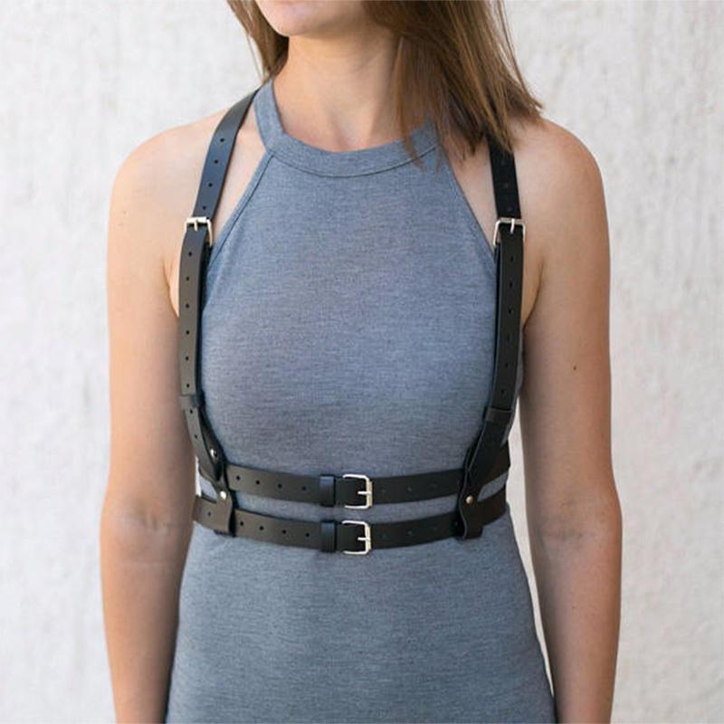 BusSMパンクゴシックのセクシーなブラジャーベルトの革のバックバンドのベルトは一体でウエストを調節することができます。