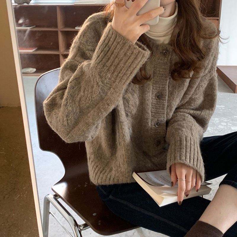 Coarse twist knitted short coat womens spring autumn retro Hong Kong style top loose and versatile college style sweater cardigan