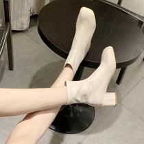 米白色马丁靴女英伦风2019秋冬季新款百搭弹力瘦瘦靴中粗跟短靴子